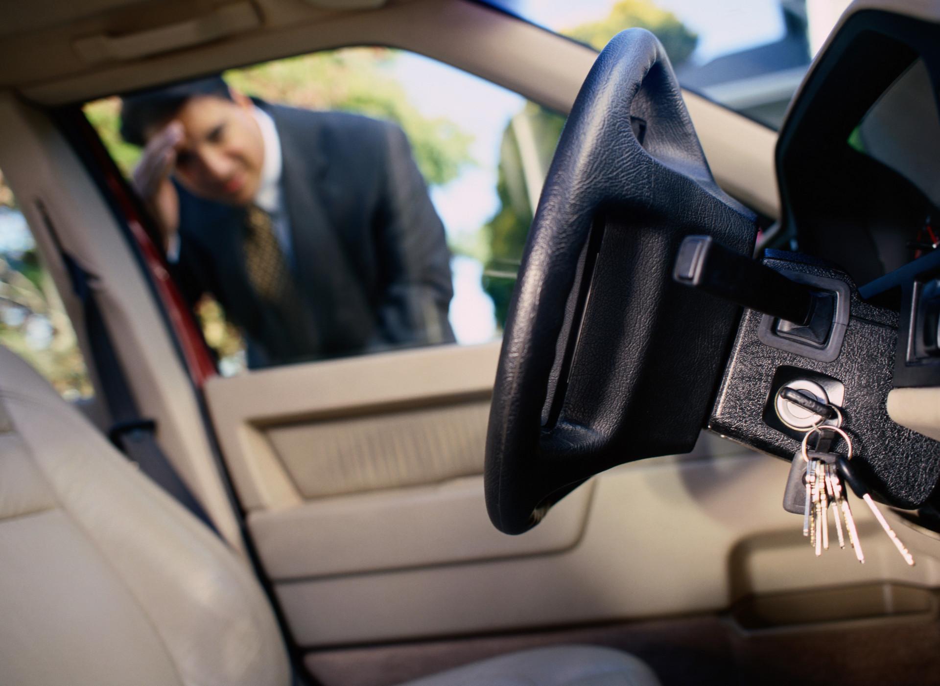 Как открыть машину без ключа и снять с охраны без пульта