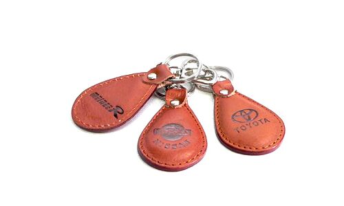 """Брелок на ключи """"КНР""""  Кожа, в ассорт.  Toyota/Nissan/MMC/Honda"""