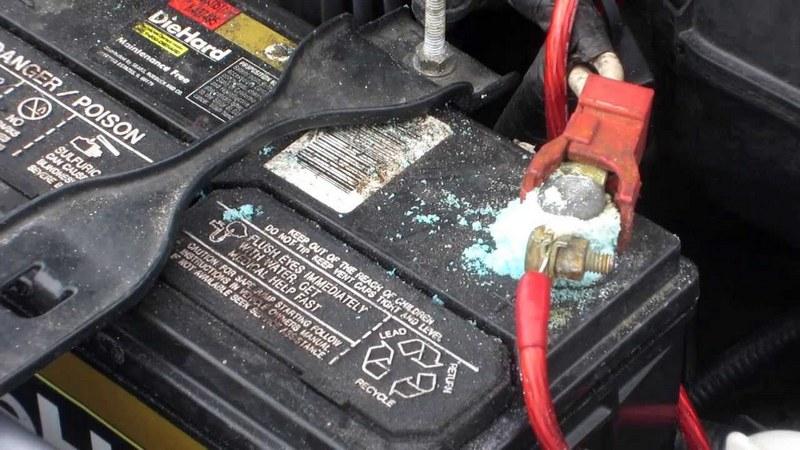 Окисляющиеся клеммы аккумулятора — плохой признак