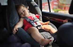 Детей нельзя оставлять в машине в жару
